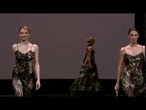 Lise Charmel Défilé Salon International de la lingerie 2011 - YouTube b3f3c838b