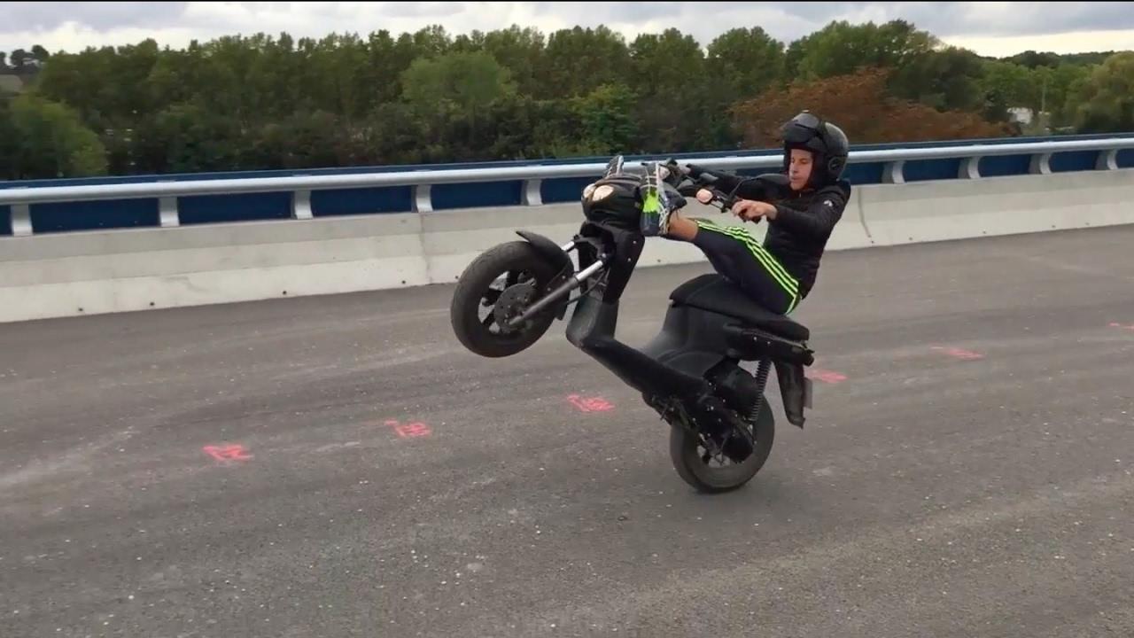 wheeling frottage de bavette mbk stunt 2016 youtube. Black Bedroom Furniture Sets. Home Design Ideas