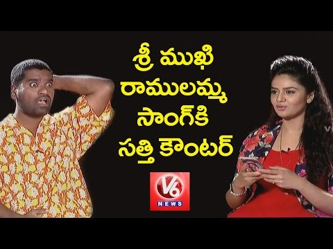 Bithiri sathi Funny Counters While Srimukhi singing Ramulamma Song || Funny Chit Chat || V6 News