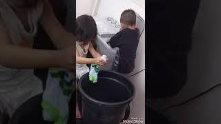 vuclip Balita hebat: Main sekalian bantuin mama nyuci