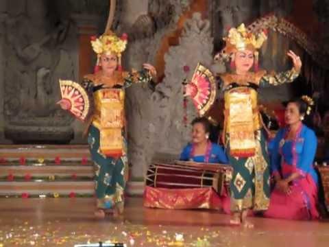 Bali Traditional Dance at Ubud Theatre