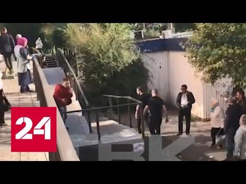 Охранники супермаркета жестоко избили покупателя за отказ открыть сумку - Россия 24
