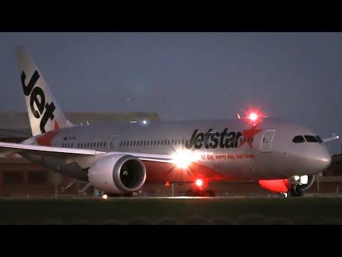 Jetstar Boeing 787-8 Dreamliner Impressive Takeoff Melbourne Airport - [VH-VKL]