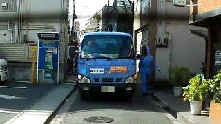 超法規的措置?軽自動車以外の自動車が入れない道に突入するゴミ収集車
