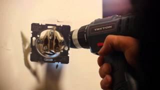 Montaż gniazdka elektrycznego - jak naprawić obluzowany kontakt?