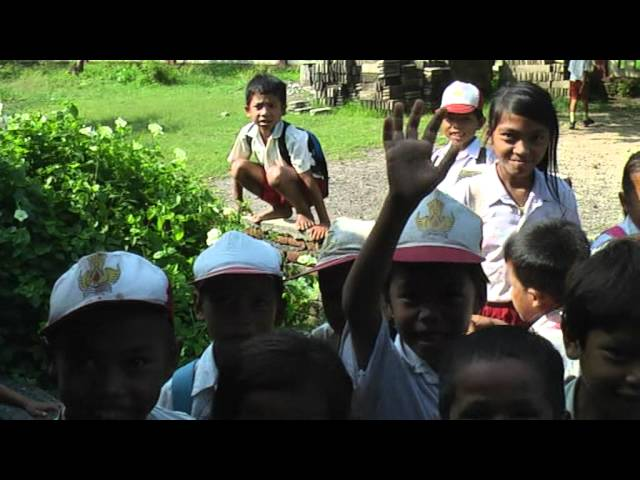 A l'école des Sasak - Lombok Travel Video