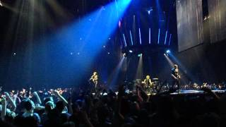 MUSE - Uprising (live from AccorHotels Arena)