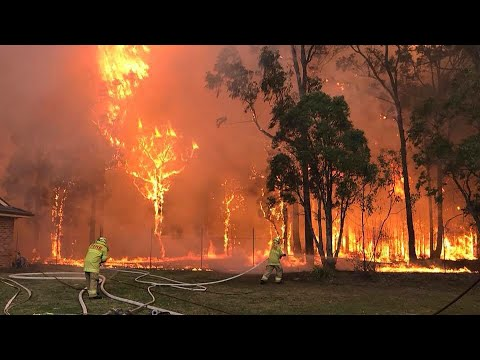Fire threat still active in Sydney's south despite downgrade