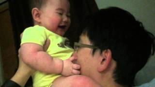 這嬰兒竟然有如此反應 這爸爸實在太兇狠了
