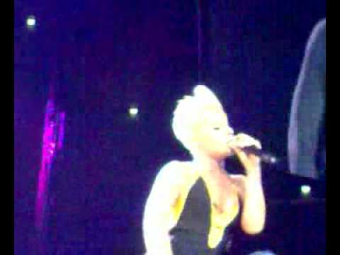 P!nk  Get The Party Started live in Cologne 19.10.2006