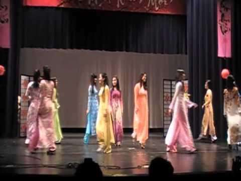 Tet Show 2011 - Ao Dai Exhibition Show