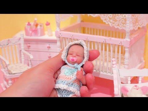 Bebê Reborn Miniatura Que Parece De Verdade! Montando o Quarto Para Baby Gigi -Brinquedonovelinhas