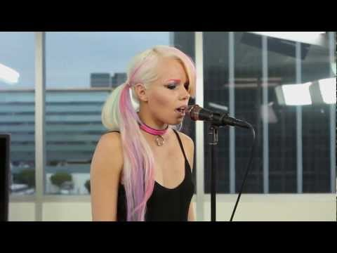 """Kerli """"Love Me or Leave Me"""" Performance at ClevverMusic"""