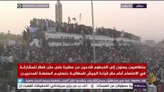 وصول قطار مدينة عطبرة السودانية إلى الخرطوم للمشاركة في المظاهرات