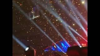 Slow motion confetti, The end, Queen + @adamlambert, Barcelona