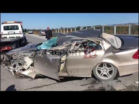 Report TV - Aksident në Vlorë, Benzi përmbyset pas përplasjes me automjetin e mirëmbajtjes