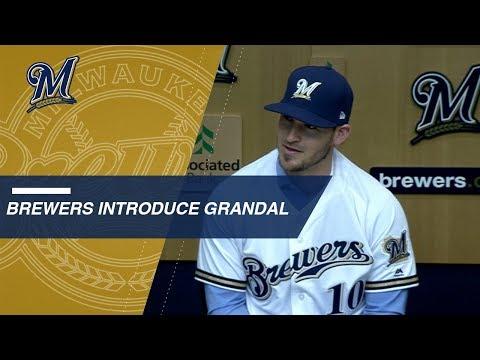 Yasmani Grandal introduced by Brewers
