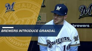 Yasmani Grandal introduced by Brewers