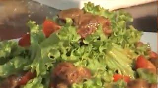 Теплый салат из куриной печени с авокадо.
