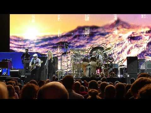 "Fleetwood Mac ""Don't stop"" live @ Paris Bercy 2013"