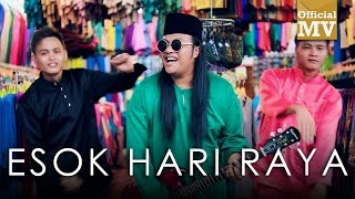Video Harry ft. Sheryl Shazwanie - Esok Hari Raya (Official Music Video) download MP3, 3GP, MP4, WEBM, AVI, FLV Juli 2018