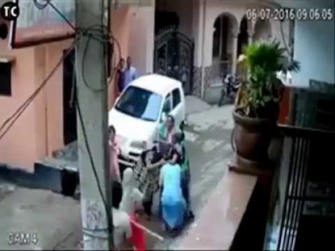 Real indian ladies street fights thumbnail