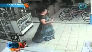 VIDEO: Mujer roba televisor plasma en 13 segundos