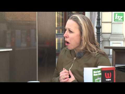 Senf oder Ketchup? Promis am Wiener Würstelstand: Nina Proll