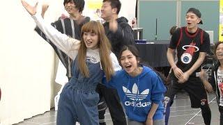 ミュージカル「ウィズ」の稽古場会見が行われ、 主演のドロシー役の梅田...