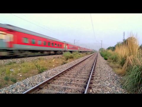 RARE OFFLINK : BRC WAP-7 hauling 22402 Udhampur - Delhi AC Express!