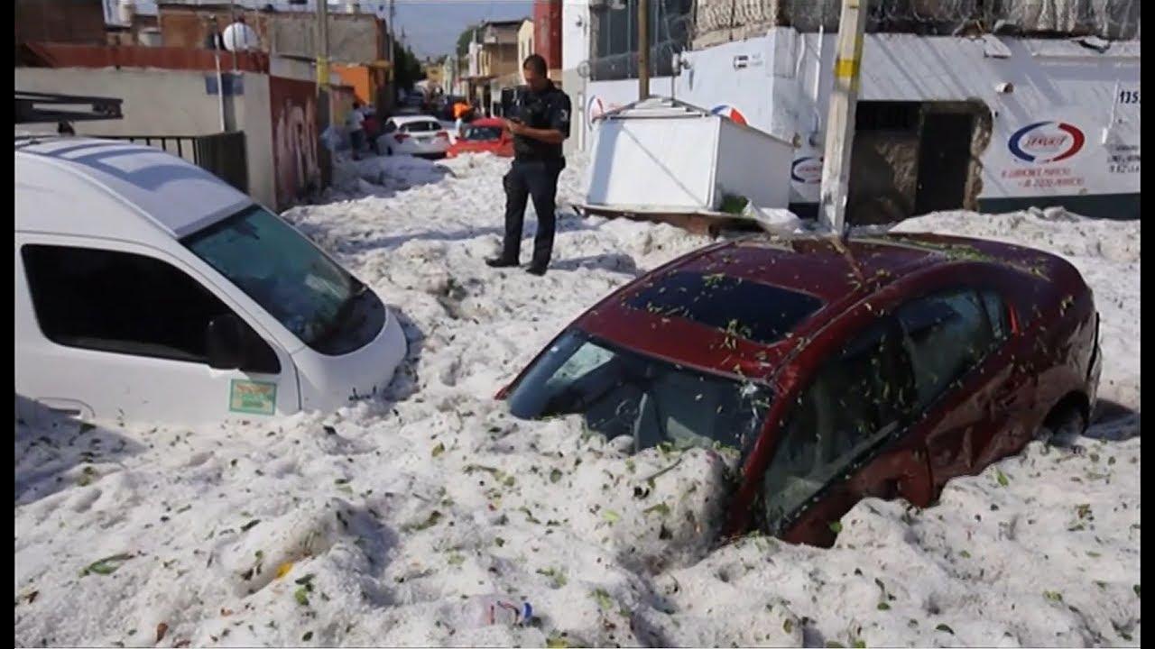 """Meksiko Diguyur """"Salju"""" Setelah Dijemur pada Suhu 30C"""