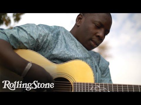 Malian Virtuoso Guitarist Vieux Farka Touré Plays the Desert Blues