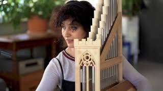 A qui fortune (Corina Marti & Fiona Kizzie Lee, portative organs )
