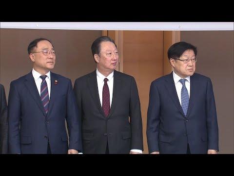 """정부, 연이어 '친 재계' 움직임…""""경제 활력 되찾는 것 최우선"""""""