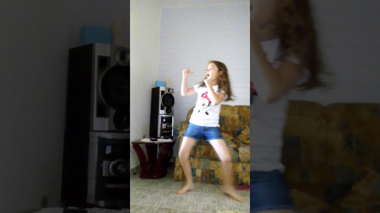 Minha prima Letícia dançando funk do MC Kevinho grave bater - Bia brincadeiras