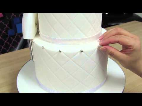 how-to-add-dragees-to-a-cake