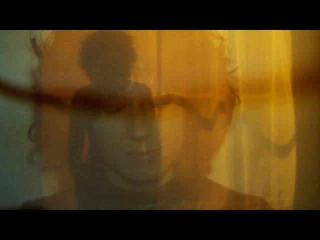 Laura Cahen - La complainte du soleil (Official Music Video)