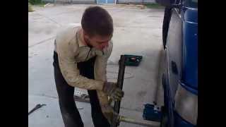 Вот как надо откручивать шкив коленвала VW T-4 2.5 TDI