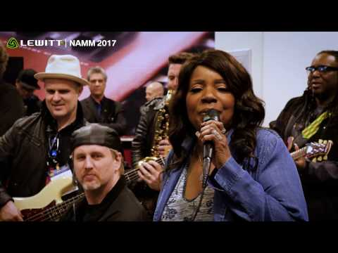 Gloria Gaynor // I Will Survive live using LEWITT mic