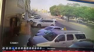 بالفيديو..دورية مرور تصطدم بعدد من السيارات في شارع عام