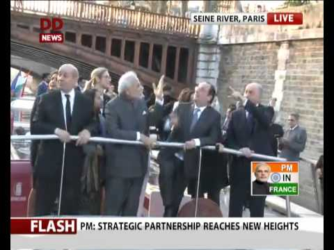 PM Modi with French President Hollande during the boat ride