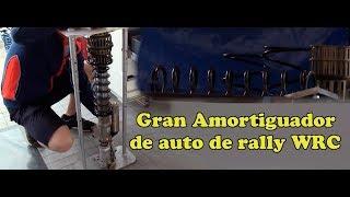 Gran amortiguador de un auto de rally WRC
