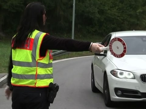 Raw: German Police Continue Border Checks