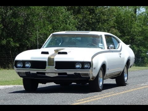 1969 Hurst Olds 442 Classic American MuscleCar in Action