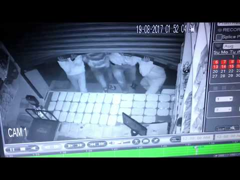 4 THIEVES IN BANGALORE ROBBED 1000RS WATCH VIDEO HOW IN CC TV  CAMERA