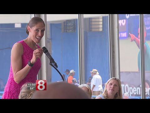 Rebecca Lobo helps inspire young women at CT Open