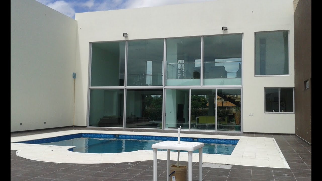 Casa campestre 3000m2 chia cundinamarca con piscina y for Planos de piscinas con jacuzzi