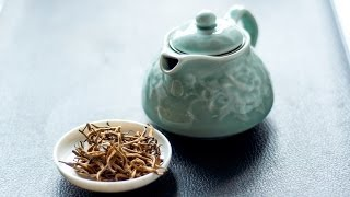 Steeping Black Tea-#1 Yunnan Gold Buds Black Tea with Celadon Porcelain Teapot