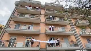 """""""Facciamoci un applauso"""", flash mob #graziefamiglie a Ruvo di Puglia"""