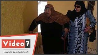 مسنة تدلى بصوتها: